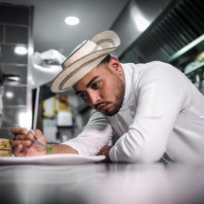 Chef Héctor Correa, el ganador de la primera temporada de Master Chef Panamá, cocina comidas típicas de su país.