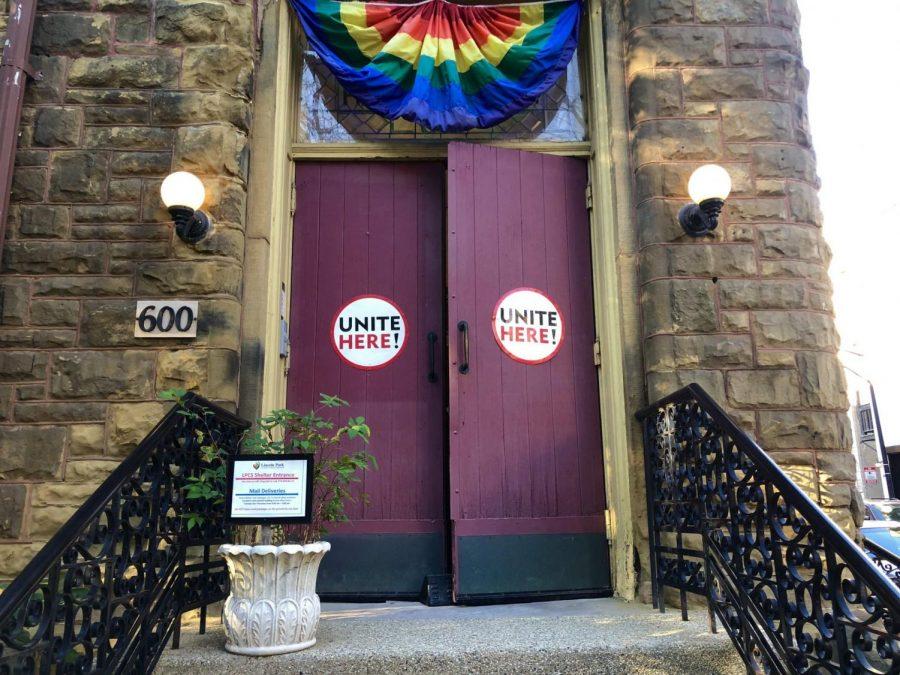Los empleados de Chartwells votaron el jueves en la Iglesia World of Worship para autorizar una huelga.