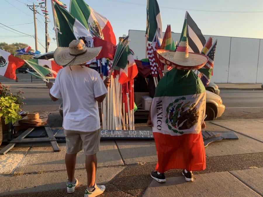Durante el mes de la herencia hispana, latinos en La Villita celebran sus nacionalidades orgullosamente.