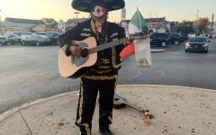 El Mariachi del 23 celebra el mes de la hispanidad tocando rancheras clásicas de la cultura mexicana.