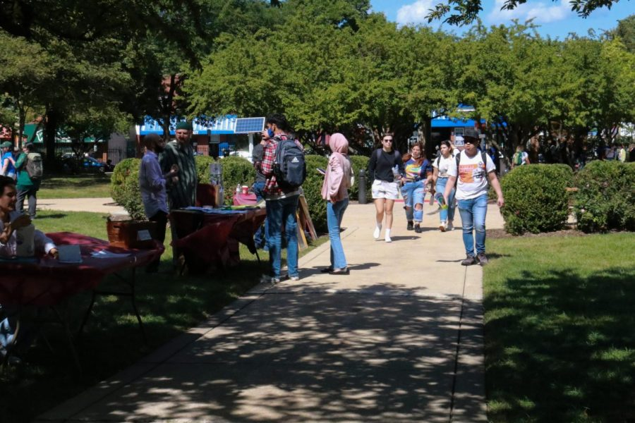 DePaul students walk through the quad during the Involvement Fair on September 8, the first day of autumn quarter.