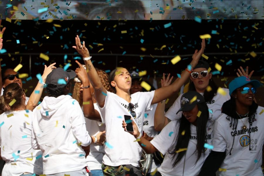 'Sky-Town' shows up to celebrate the Chicago Sky's first WNBA title