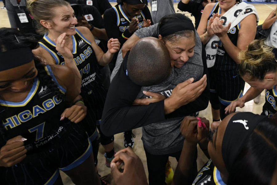 Chicago+Skys+Candice+Parker%2C+coach+James+Wade+and+teammates+celebrate+after+defeating+the+Connecticut+Sun+79-69+in+Game+4+of+a+WNBA+basketball+semifinal+series+Wednesday%2C+Oct.+6%2C+2021%2C+in+Chicago.